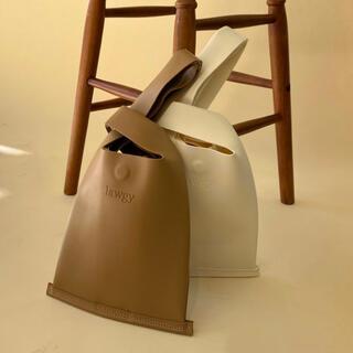 カスタネ(Kastane)のlawgy 新品Beige handbag(ハンドバッグ)