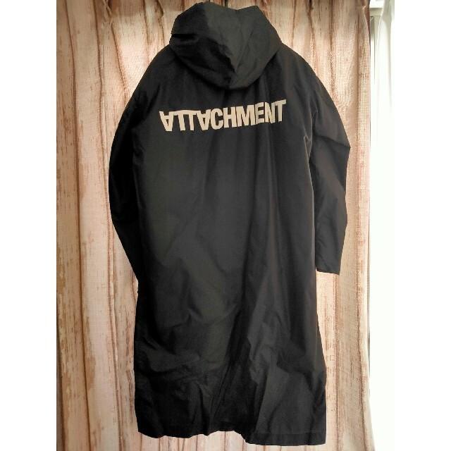 ATTACHIMENT(アタッチメント)のアタッチメント オーバーレインコート パーカー ブラック メンズのジャケット/アウター(ナイロンジャケット)の商品写真