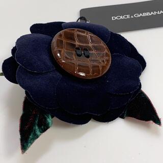 ドルチェアンドガッバーナ(DOLCE&GABBANA)のドルチェ&ガッバーナ❤️新品❤️ベルベット紺カメリアコサージュITALY製(ブローチ/コサージュ)