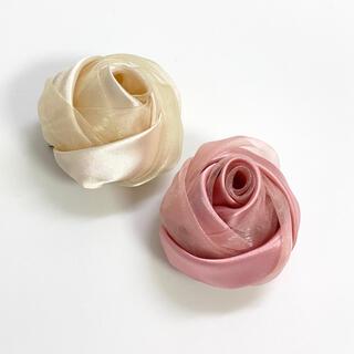 アネモネ(Ane Mone)のぷっくり薔薇🌹のコサージュ・クリップ・ピンク・クリーム色セット(ブローチ/コサージュ)