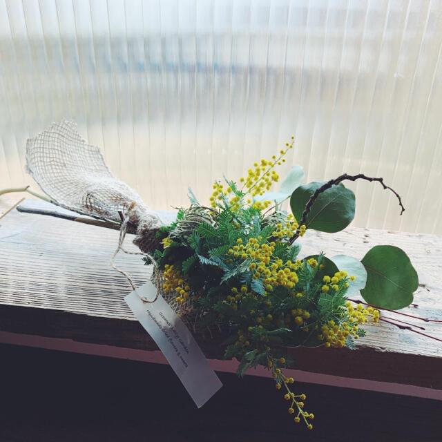 2021 mimosa 2 ミモザと季節の花の小さな花束 ハンドメイドのフラワー/ガーデン(ドライフラワー)の商品写真
