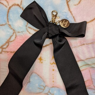 メゾンドフルール(Maison de FLEUR)の黒のリボンチャーム(2/28まで値下げ(チャーム)
