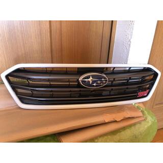 スバル(スバル)のレヴォーグ STI 後期 フロントグリル塗装品(クリスタルホワイトパール)(車種別パーツ)