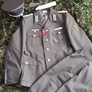 実物東ドイツ軍制服とレプリカ記章で装飾した、WWⅡ形ドイツ国防軍の装飾品(その他)