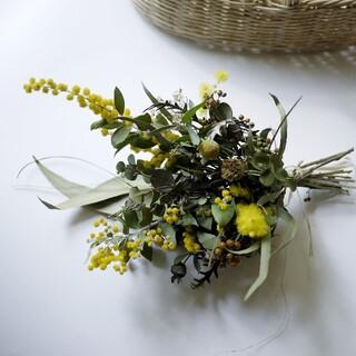パールアカシアと冬の木の実のブーケ(ドライフラワー)