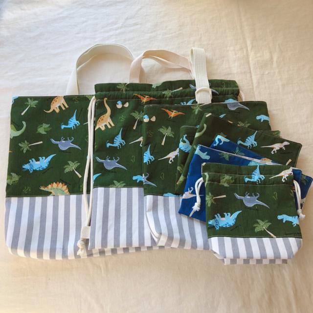 ウィルシャーさま専用*恐竜たちが可愛いハンドメイドのレッスンバッグ 体操服袋他 ハンドメイドのキッズ/ベビー(外出用品)の商品写真