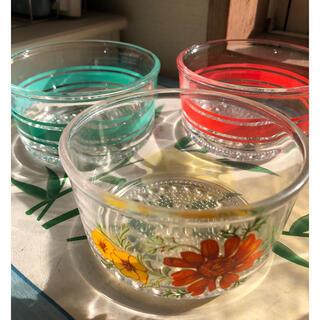 昭和レトロ ポップ な花柄とボーダーの小鉢3個(ガラス)