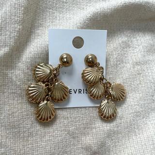 エヴリス(EVRIS)のEVRIS エヴリス シェルピアス 新品未使用 美品(ピアス)
