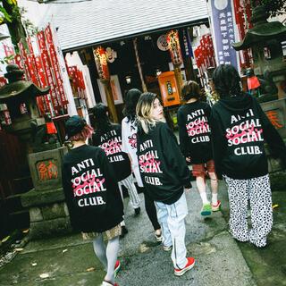 アンチ(ANTI)のXL アンチソーシャルソーシャルクラブ × ビッシュ Tシャツ ブラック(Tシャツ/カットソー(半袖/袖なし))