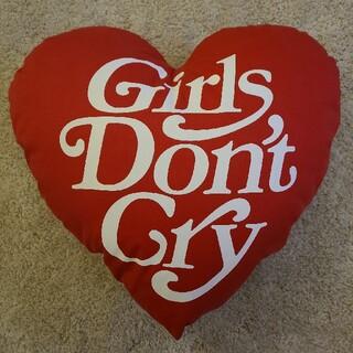 ジーディーシー(GDC)のgirls don't cry  赤 クッション 新品(クッション)