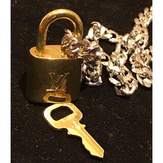 ルイヴィトン(LOUIS VUITTON)のルイヴィトン パドロック ネックレス 南京錠カギあり (ネックレス)