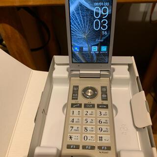 キョウセラ(京セラ)の京セラ Marvera KYF35SSA PEARL SILVER(携帯電話本体)