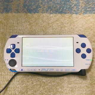 プレイステーションポータブル(PlayStation Portable)のPSP3000(本体、充電器、メモリースティック2GB、バッテリーのみ)(携帯用ゲーム機本体)