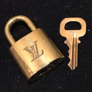 ルイヴィトン(LOUIS VUITTON)のフィオレティ様専用 ルイヴィトン  パドロック 1セット #315 美品(ハンドバッグ)