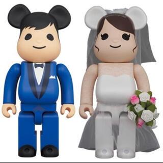メディコムトイ(MEDICOM TOY)の新品即日発送 BE@RBRICK グリーティング 結婚 400%&100%(その他)
