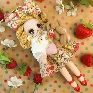 ◆チャチコチャーム◆ハンドメイドドールチャームバッグチャーム花柄いちご(人形)