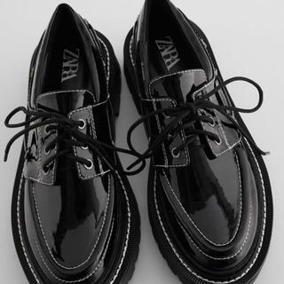 ザラ(ZARA)のZARA ザラ トップステッチフラットデッキシューズ 37(ローファー/革靴)