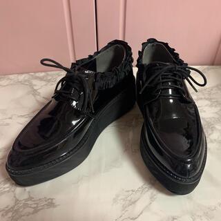 メリージェニー(merry jenny)のmerry jenny  フリル オックスフォード エナメル ブラック 黒 厚底(ローファー/革靴)