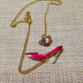 ジルスチュアート(JILLSTUART)のピンクのピンヒールのブローチ(ブローチ/コサージュ)