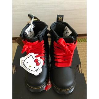 ドクターマーチン(Dr.Martens)のドクターマーチン ブーツ キッズ サンリオ キティちゃんコラボ レア 黒レザー(ブーツ)