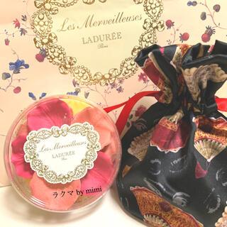 レメルヴェイユーズラデュレ(Les Merveilleuses LADUREE)の未使用 限定花びらチーク 106 LADUREE(チーク)