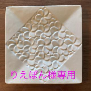 ジェンガラ(Jenggala)のジェンガラケラミック フランジパニスクエアプレート 大皿(食器)