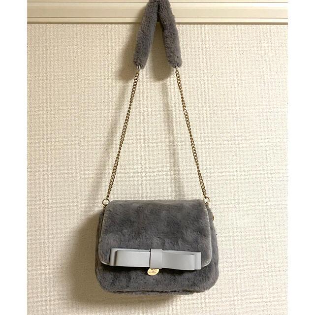 Maison de FLEUR(メゾンドフルール)のMaison de FLEUR 2wayダブルリボンファーフラップバッグ レディースのバッグ(ハンドバッグ)の商品写真
