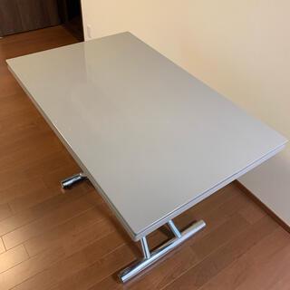 イタリアメーカー【OZZIO】の昇降式テーブル(ローテーブル)