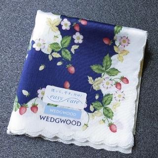 WEDGWOOD - ウェッジウッド ハンカチ(紺×オフホワイト)ワイルドストロベリー柄