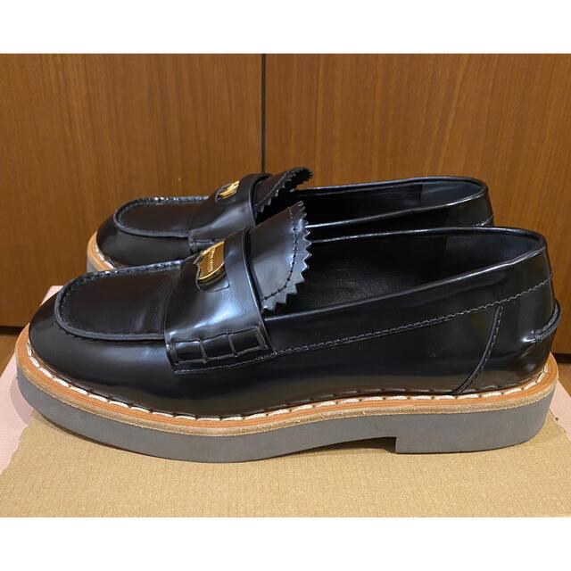 miumiu(ミュウミュウ)の【美品】miumiu コインローファー レディースの靴/シューズ(ローファー/革靴)の商品写真