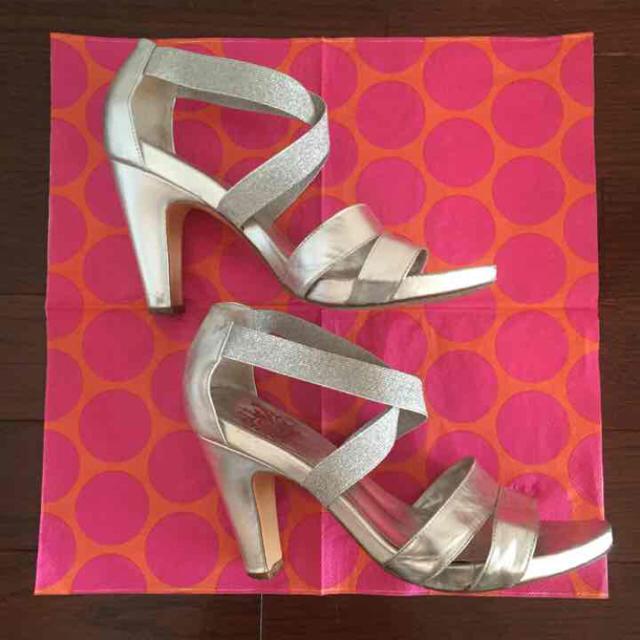 シルバー クロスベルトサンダル レディースの靴/シューズ(サンダル)の商品写真