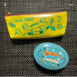 カルディ(KALDI)のKALDI トカゲ缶ととかげペンケースセット(菓子/デザート)