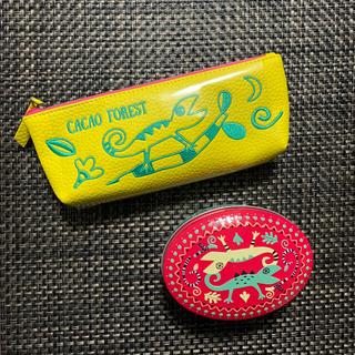 カルディ(KALDI)のKALDI トカゲ缶とトカゲペンケースセット(菓子/デザート)