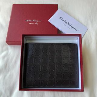 サルヴァトーレフェラガモ(Salvatore Ferragamo)のフェラガモ (FERRAGAMO) 二つ折り財布 ブラウン(折り財布)