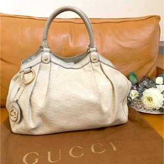 グッチ(Gucci)のグッチ シマ レザー ベージュチャーム付 ハンドバッグ ショルダーバッグ (トートバッグ)