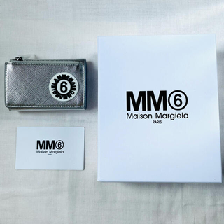 エムエムシックス(MM6)の【新品】MM6 マルジェラ ミニ財布 シルバー 人気完売品!(n1)(財布)