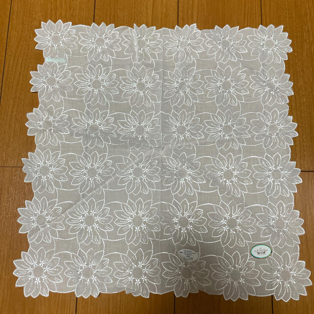 TOCCA(トッカ)の新品♡TOCCA 刺繍ハンカチ レディースのファッション小物(ハンカチ)の商品写真