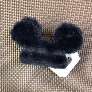 デイジー(Daisy)の新品未使用 ディズニーストア ヘアクリップ ミッキーマウス ブラック(キャラクターグッズ)