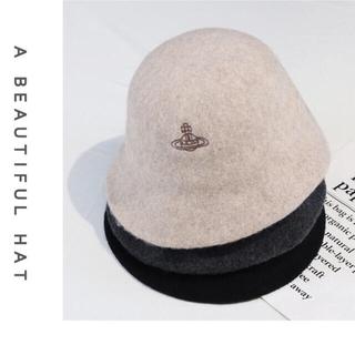 ヴィヴィアンウエストウッド(Vivienne Westwood)のヴィヴィアンウエストウッドベレー帽 ナチュラル ダグ付け(ニット帽/ビーニー)