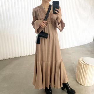 アメリヴィンテージ(Ameri VINTAGE)のAmeri vintage FLARE SATIN DRESS(ロングワンピース/マキシワンピース)
