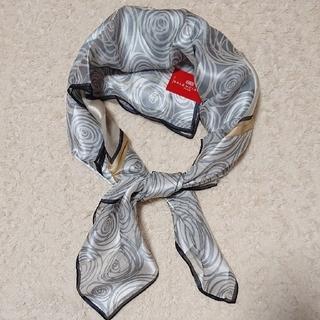 バレンシアガ(Balenciaga)の《未使用》絹100% BALENCIAGA 88㎝ スカーフ(バンダナ/スカーフ)