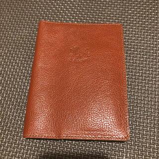 イルビゾンテ(IL BISONTE)のイルビゾンテ パスポートケース 赤茶(名刺入れ/定期入れ)