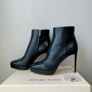 セルジオロッシ(Sergio Rossi)の【新品未使用】sergio rossi セルジオロッシ ショートブーツ 37(ブーツ)