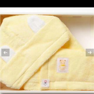 ファミリア(familiar)のfamiliar ポンチョ型 バスタオル 黄色 クリーム色 新品(バスローブ)