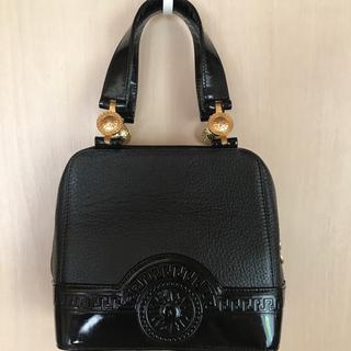 ジャンニヴェルサーチ(Gianni Versace)のヴェルサーチ   太陽ゴールド金具 バック 黒(ハンドバッグ)