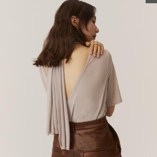 RANDEBOO back style scarf tops(カットソー(半袖/袖なし))
