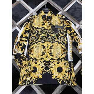 ジャンニヴェルサーチ(Gianni Versace)のversace シルクシャツ 38 バロッコ 白黒金 タグ付き(シャツ)