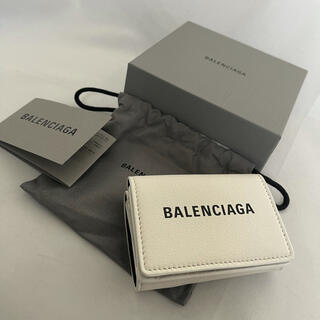 バレンシアガ(Balenciaga)の新品 BALENCIAGA  バレンシアガ ホワイト ミニ ウォレット 折り財布(財布)