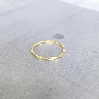 アメリヴィンテージ(Ameri VINTAGE)の再販【silver925×18kコーティング】華奢なツイスト リング(リング(指輪))