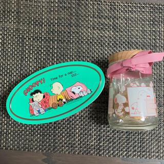 カルディ(KALDI)のKALDI スヌーピークッキー缶とスヌーピーグラスボトルセット(菓子/デザート)